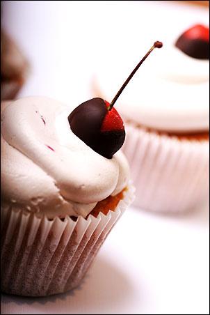 Cupcake mit Kirsche und Vanille-Geschmack