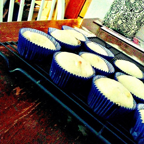 Johannisbeer-Rosinen-Cupcake mit Marzipan