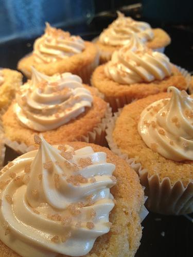 Apfel-Cupcakes mit Zimthaube und Gewürzen