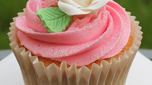 Rote Rose als Hochzeits-Cupcake